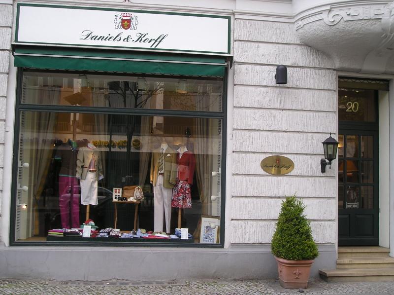 """3c7522458c103f Als ich 1990 meinen ersten Job in Hamburg antrat lief ich wenige Wochen  später an Daniels & Korff vorbei – seitdem mein """"Hoflieferant"""" was Hemden  und ..."""